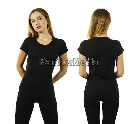 mujer joven con camiseta negra en