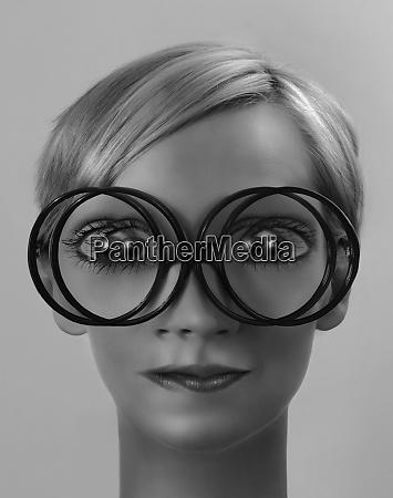 mujer con vision doble