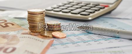 billetes y monedas en euros en