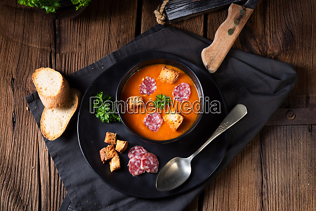 sopa hungara de crema de pimenton
