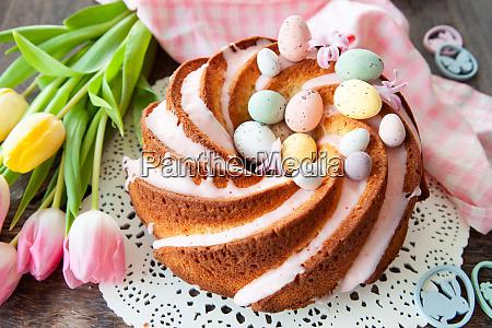 delicioso pastel de bundt con glaseado