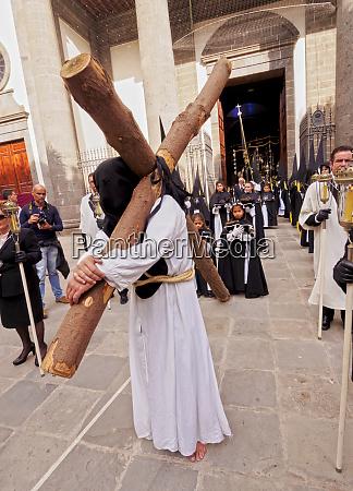 procesion tradicional de semana santa en