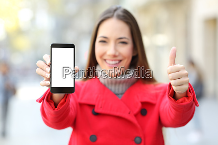 woman showing a smart phone screen
