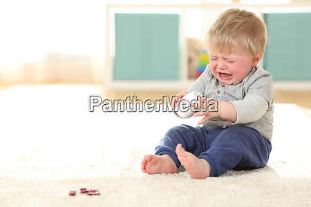 bebe llorando en peligro despues de