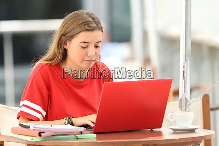 aprendizaje electronico serio de estudiantes en