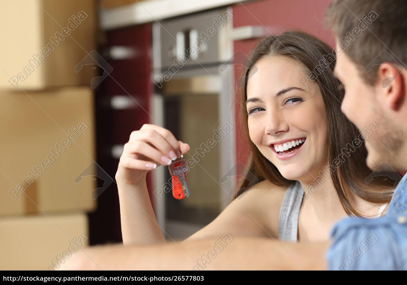 feliz, nuevos, propietarios, de, pisos, mostrando - 26577803