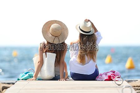 turistas disfrutando de vacaciones de verano