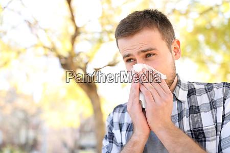 el hombre enfermo o alergico que