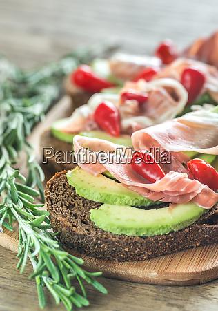 sandwiches with avocado and prosciutto