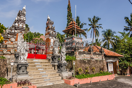 templo brahma vihara arama en bali