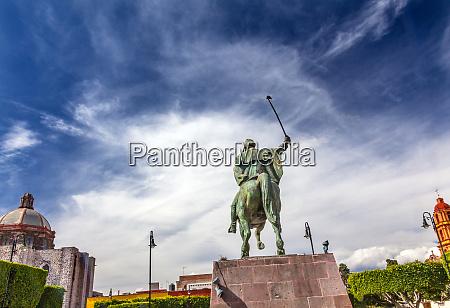 general ignacio allende statue plaza civica