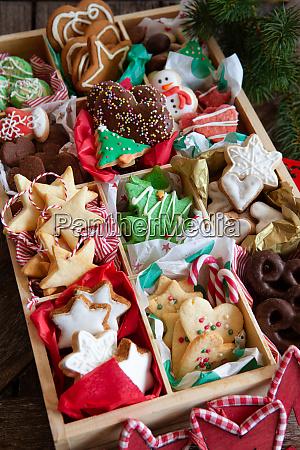 variedad de galletas navidenyas