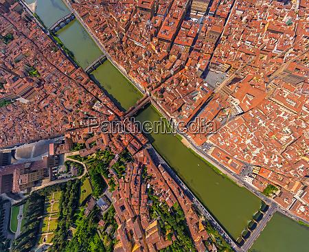 vista aerea sobre el rio arno