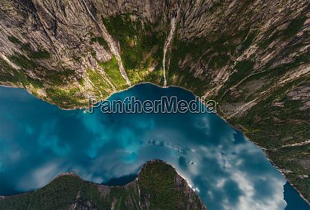 vista aerea sobre los fiordos noruegos