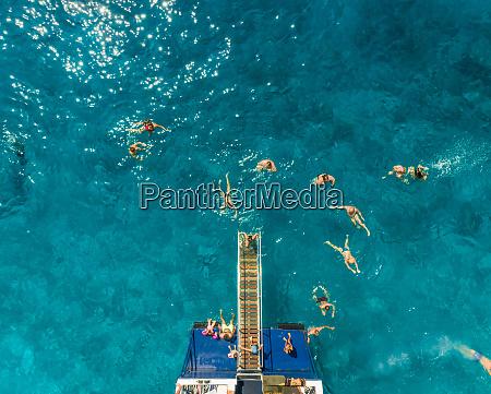 vista aerea de personas en ferry