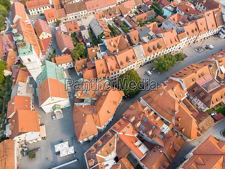 vista aerea del centro de skofja