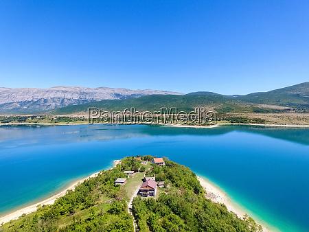 vista aerea del lago peruca segundo