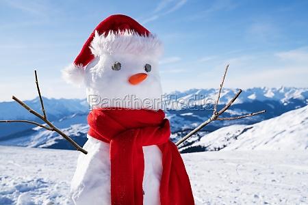 munyeco de nieve incompleto con sombrero