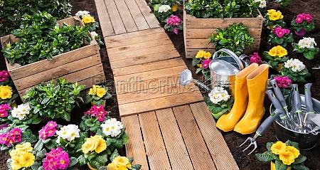 conjunto de herramientas de jardineria y