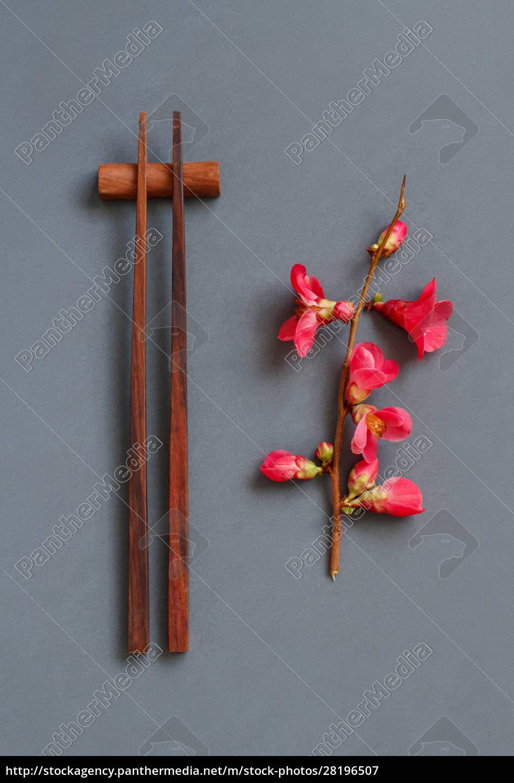 palillos, y, flores, rosas, sobre, fondo - 28196507
