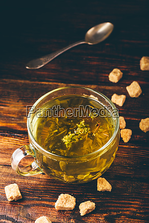 taza de te de hierbas con