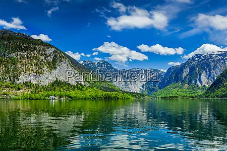 hallstatter ver lago de montanya en