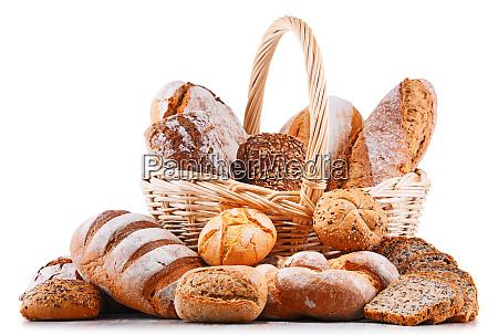 composicion con productos de panaderia variados