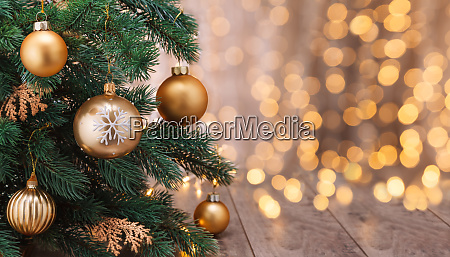 decoracion navidenya con bolas y arbol