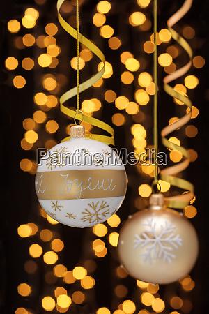 decoración, navideña, con, bolas, y, cintas. - 28785489