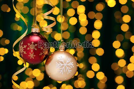 decoración, navideña, con, bolas, y, cintas. - 28785497