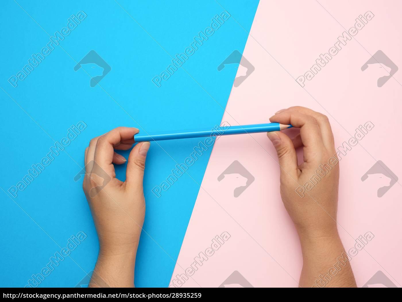 dos, manos, femeninas, sostienen, un, lápiz - 28935259