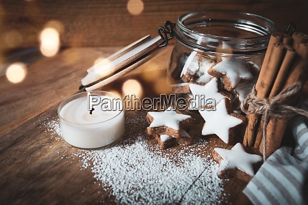 bodegon navidenyo con estrellas de canela