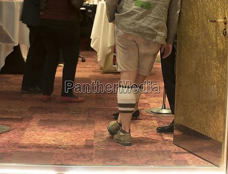 hombre, con, pantalones, de, cuero, tradicionales - 28995249
