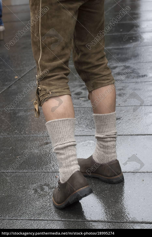 hombre, con, pantalones, de, cuero, tradicionales - 28995274