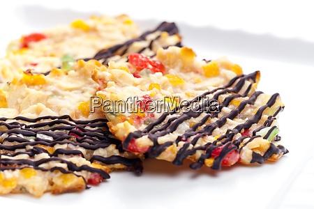 bodegon de galletas con fruta de