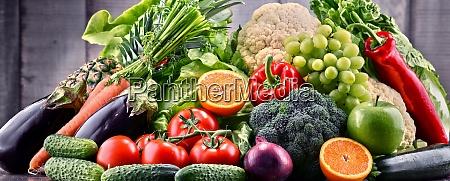 verduras y frutas organicas crudas variadas
