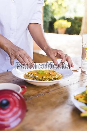 italia toscana florencia mujeres almorzando