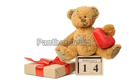 oso de peluche y calendario de