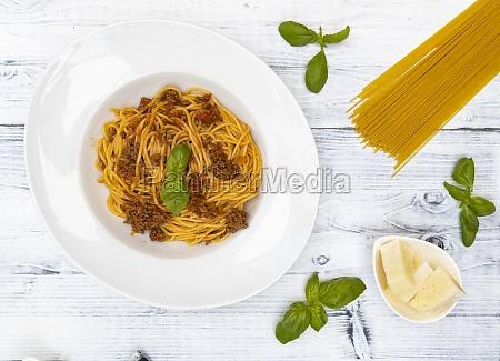 bodegon con espagueti bolonyesa