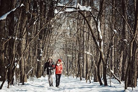 pareja que tiene un paseo de