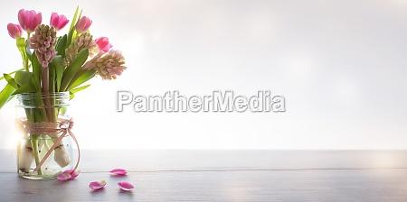 flores de primavera sobre fondo moderno