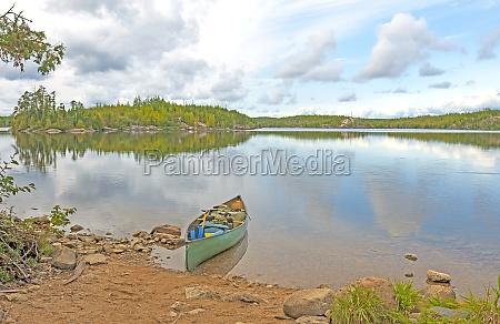 canoa cargada y lista para ir