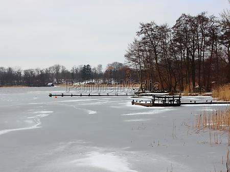 lago, de, invierno, con, agua, congelada - 29743714