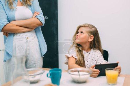 cuadro ordenador horizontal sentada joven adulto